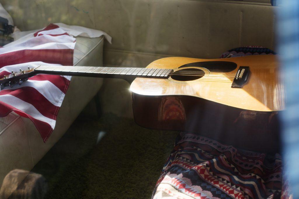 gitara, pociąg, podróż
