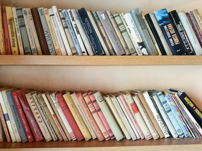 książki-półka-Bratysława-Słowacja