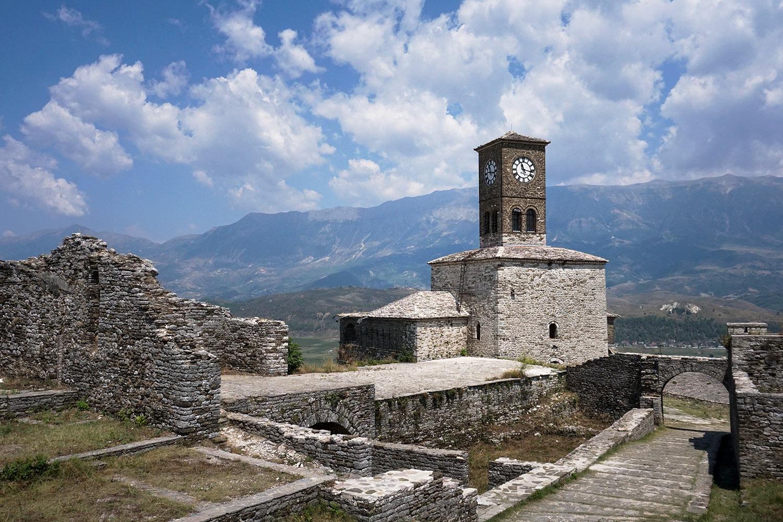 Gjirokastra, czyli przewrotny urok pamięci o dyktatorze