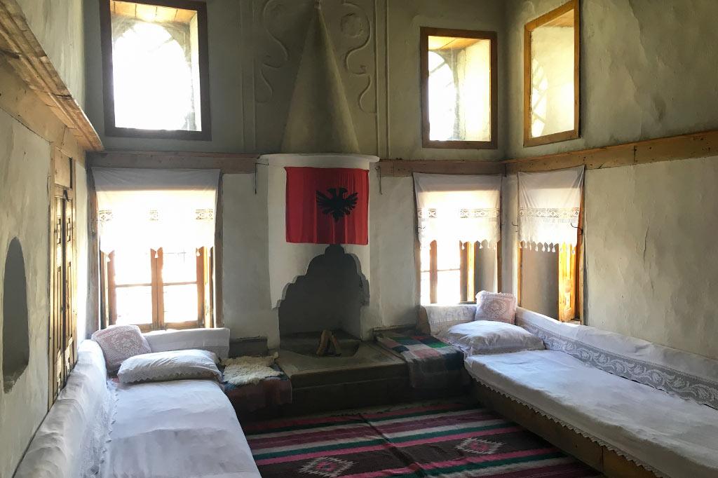 atrakcje gjirokastry - dom skenduli