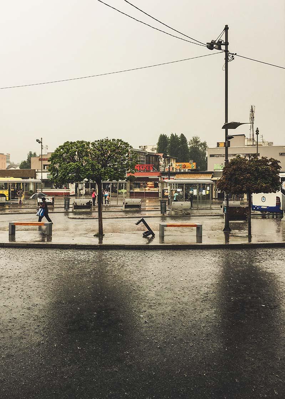 deszcz-sarajewo-bosnia-ulica