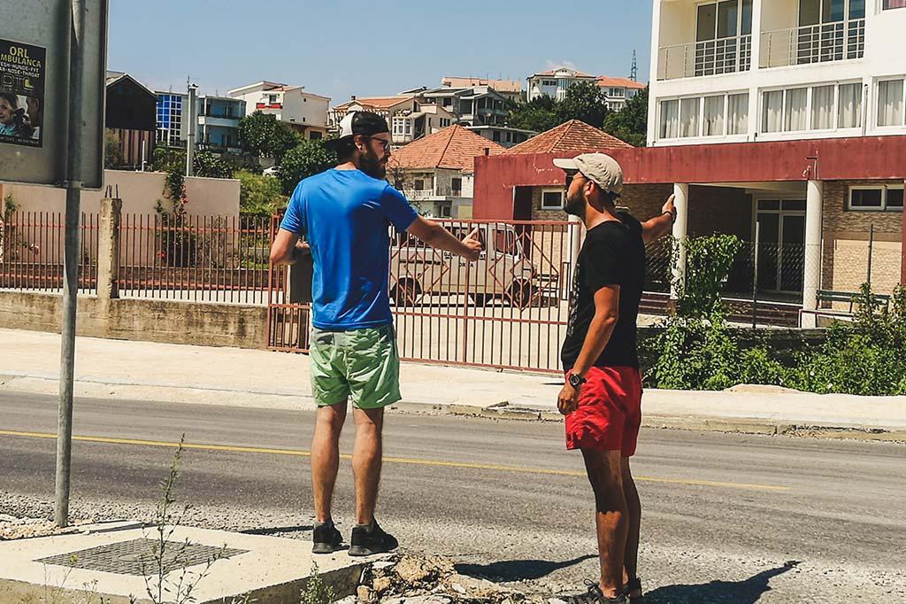 autostopowicze w drodze do Albanii