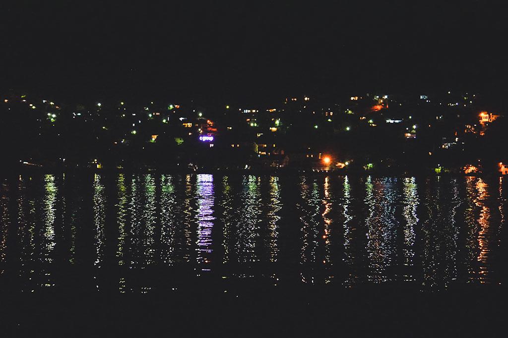światła nad zatoka kotorska