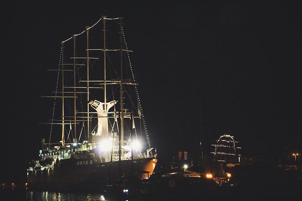 statek w zatoce kotorskiej