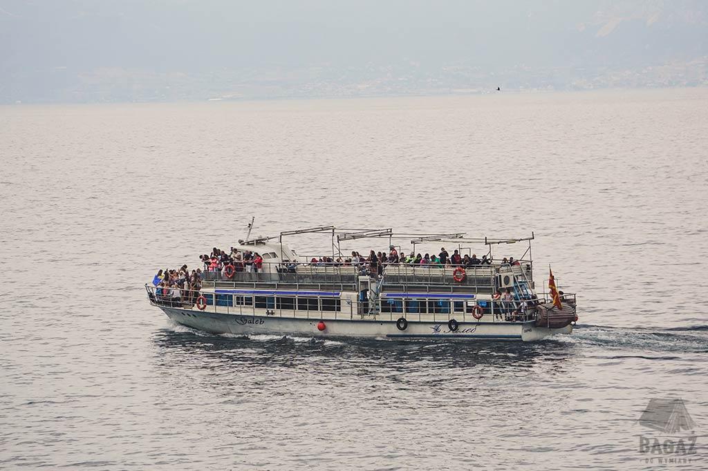 statek turystyczny na jeziorze ochrydzkim