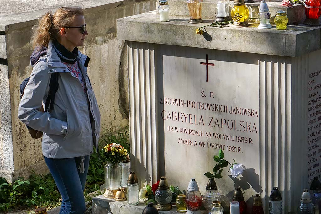 nagrobek gabrieli zapolskiej na ukrainie