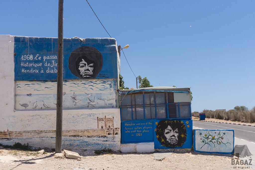 wizerunki jimiego hendriksa na murach knajpki w Diabacie w Maroko