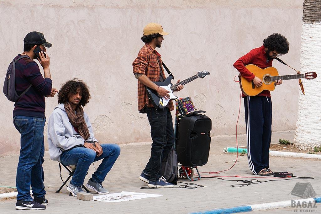 muzycy uliczni w essaouirze, buskers in essaouira, maroko