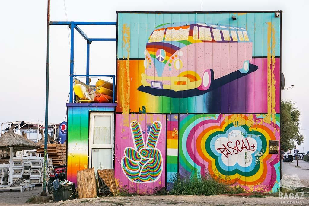 graffiti w rumuńskim miasteczku vama veche
