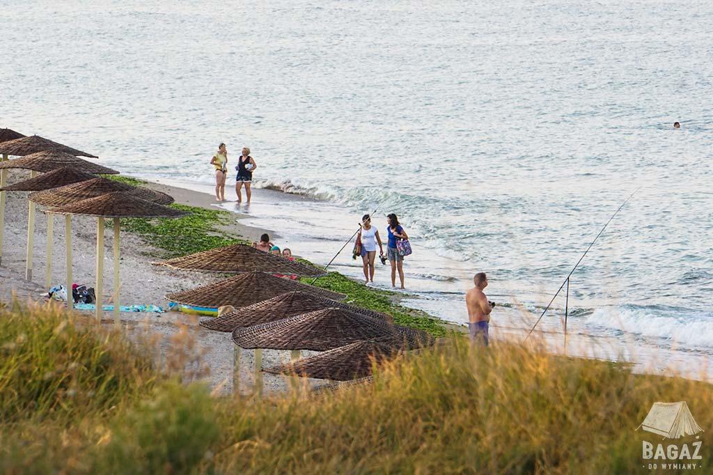 plaża i turyści w vama veche