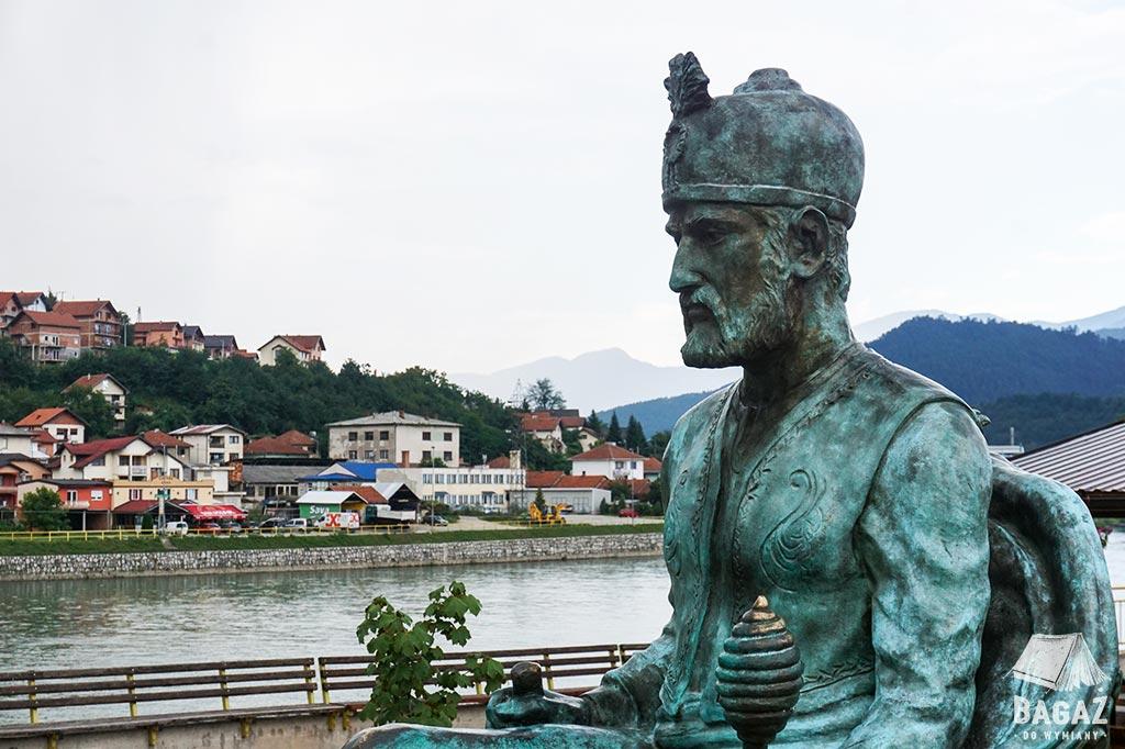 rzeźba w okolicach mostu na Drinie w Wiszegradzie