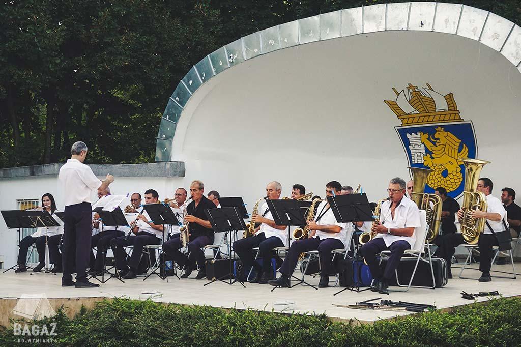 orkiestra dęta z Burgas w parku nadmorskim