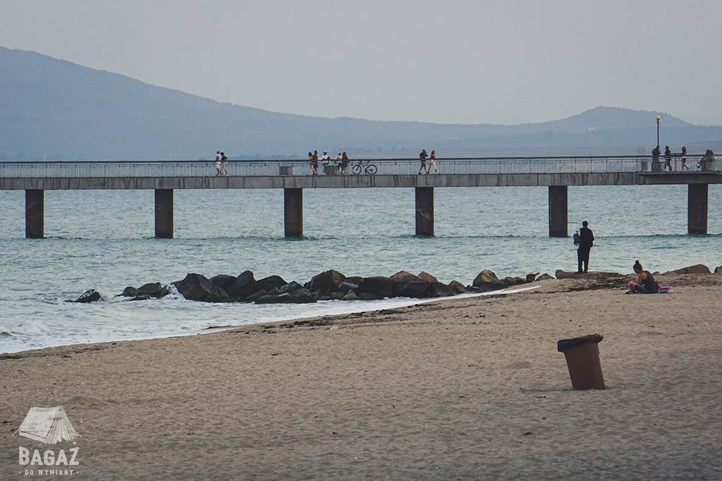 plaża i molo w Burgas w Bułgarii