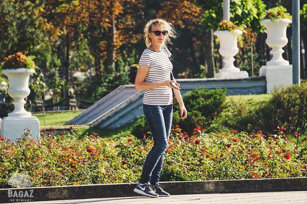 kobieta w parku mołdawia
