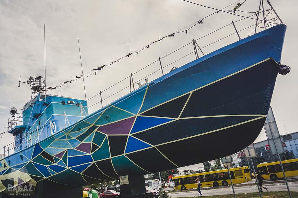 statek w okolicach dworca w konstancy w rumunii