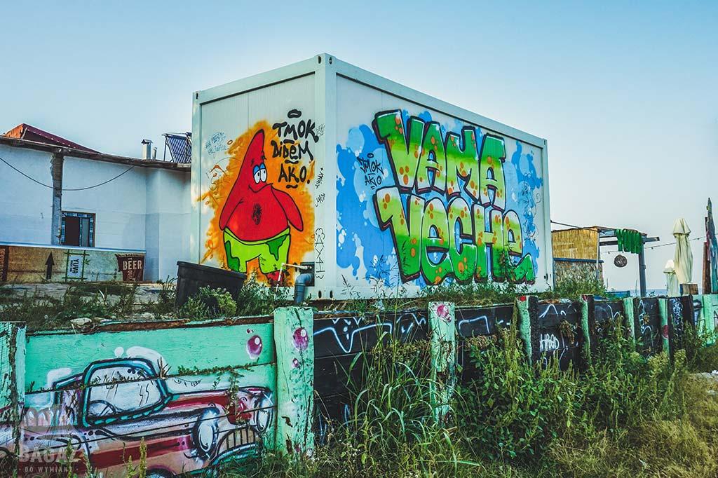 graffiti w wiosce vama veche w rumunii