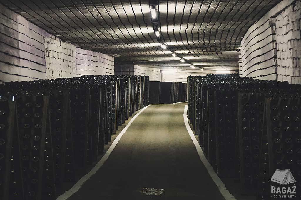 magazynowane butelki wina w mołdawii