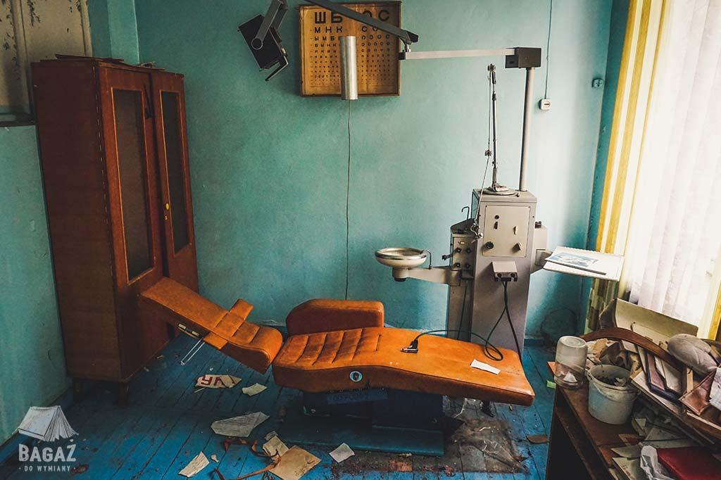 gabinet dentystyczny opuszczona szkoła w naddniestrzu