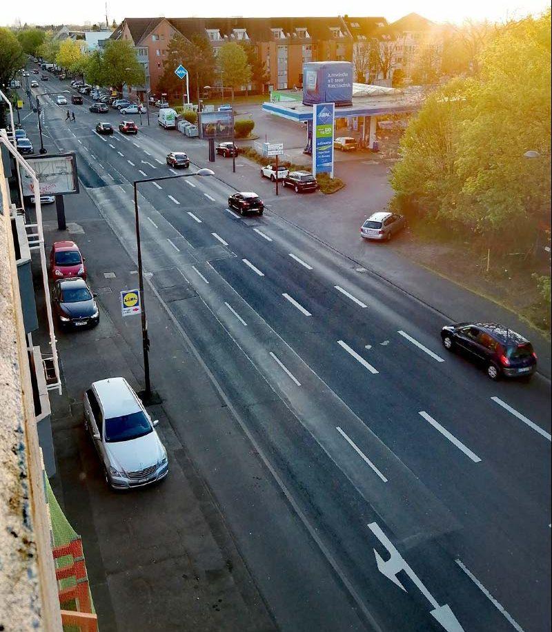 zmniejszony ruch na ulicach Kolonii podczas epidemii koronawirusa