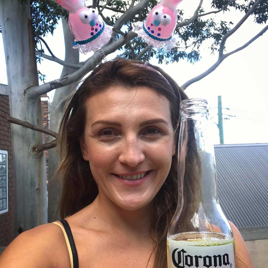 milena w sydney z piwem corona extra