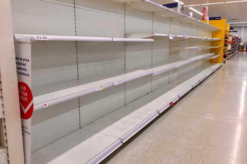 puste półki w sklepach w edynburgu z powodu koronawirusa