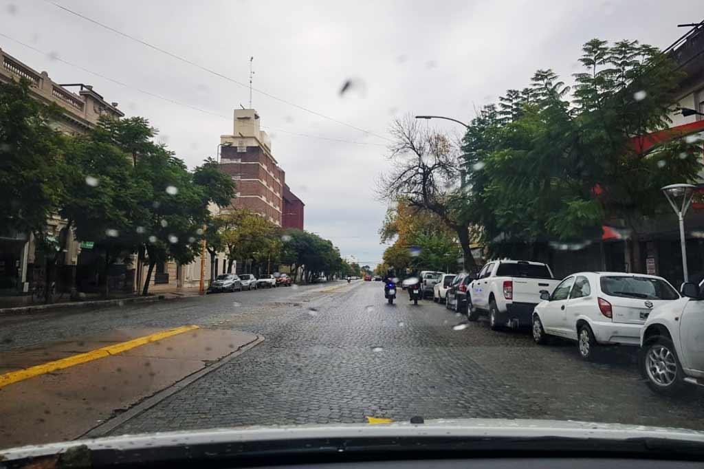 brak samochodów na ulicach argentyńskiego san francisco z powodu epidemii