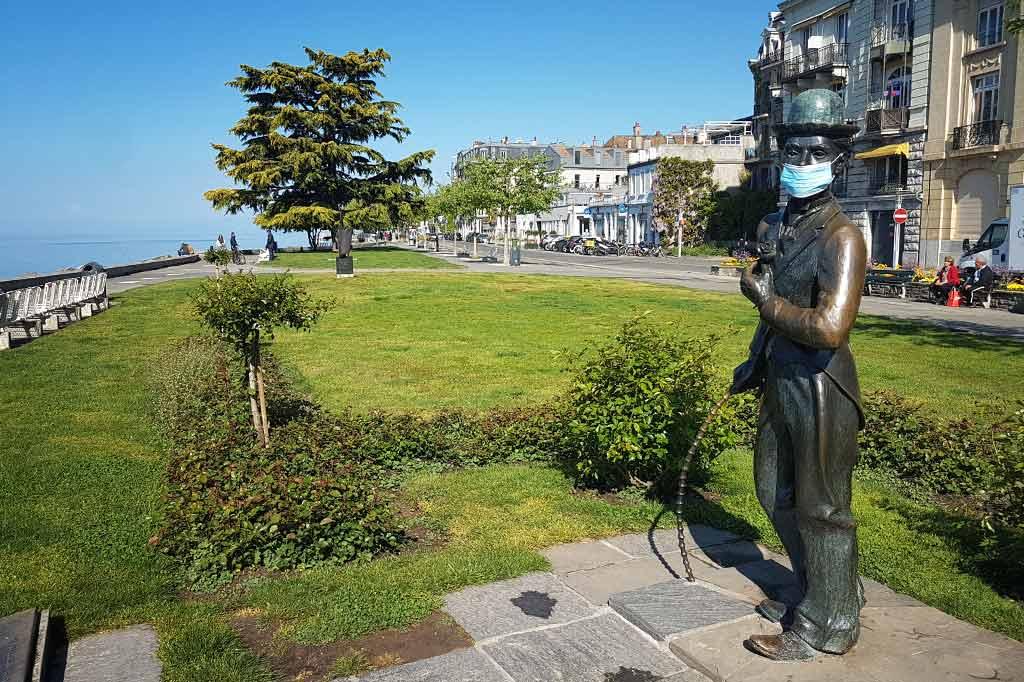 koronawirus szwajcaria pomnik charliego chaplina w vevey