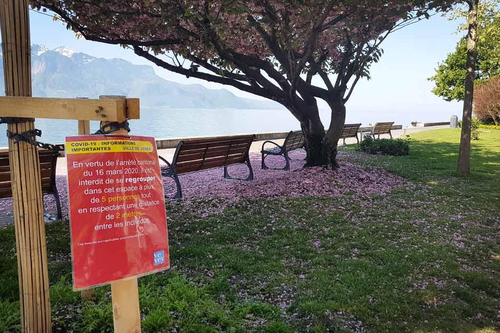 szwajcaria koronawirus ostrzeżenia w parku